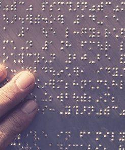 Deficientes Visuais e Recursos em Braille